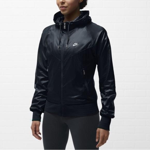 00fb0b798617 Nike Windrunner Jacket Women s. M 5ad25a413b16086f874167ea